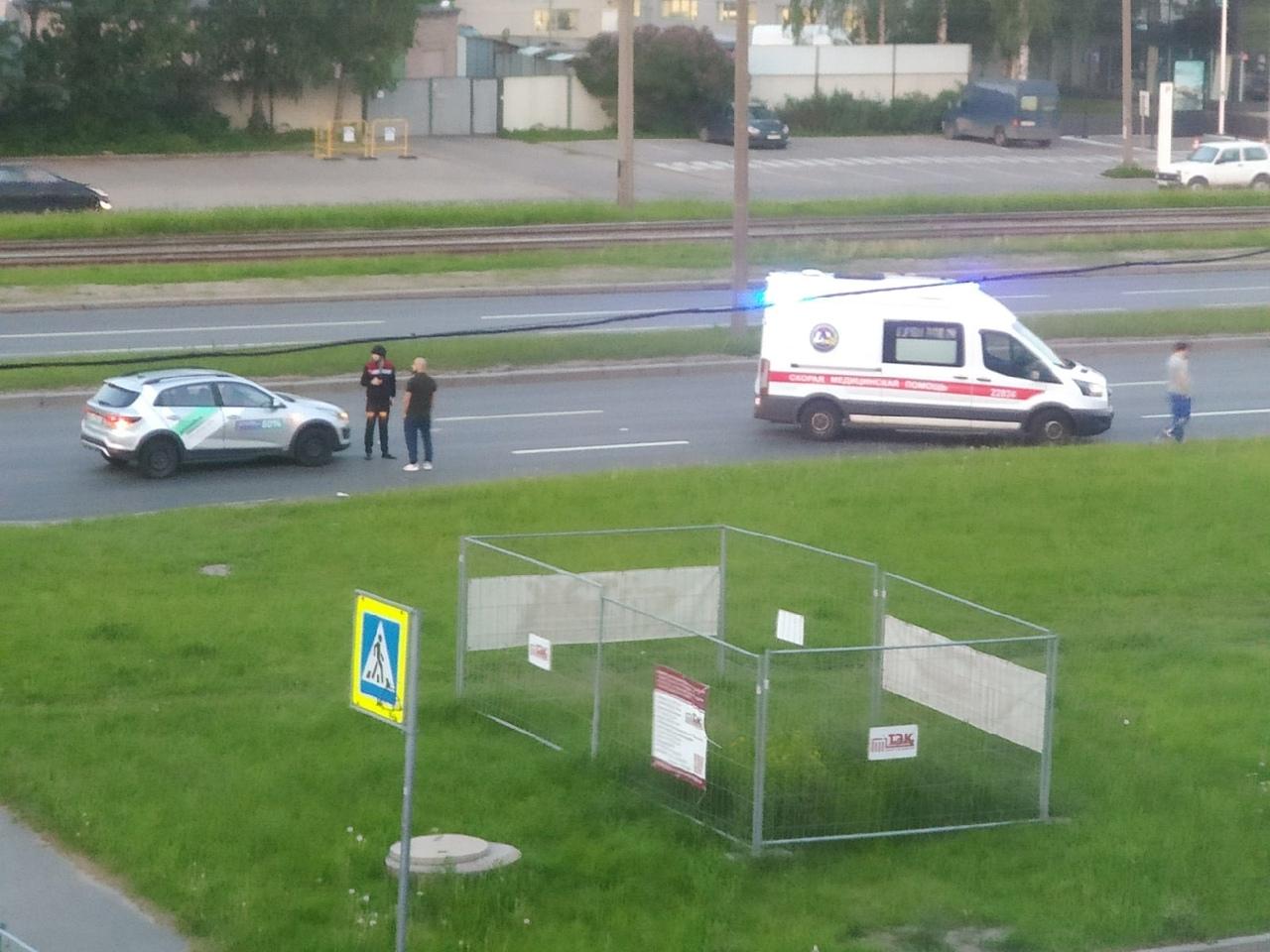 Сегодня на улице Руставели, напротив 30 дома, сбили человека. Судя по реанимации, состояние тяжелое....