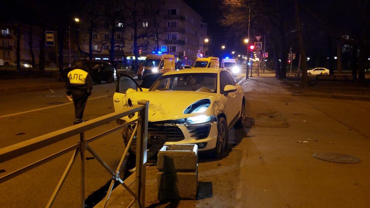 Спустя год после гибели матери троих детей в ДТП с девушкой на Porsche Macan, уголовное дело не пере...