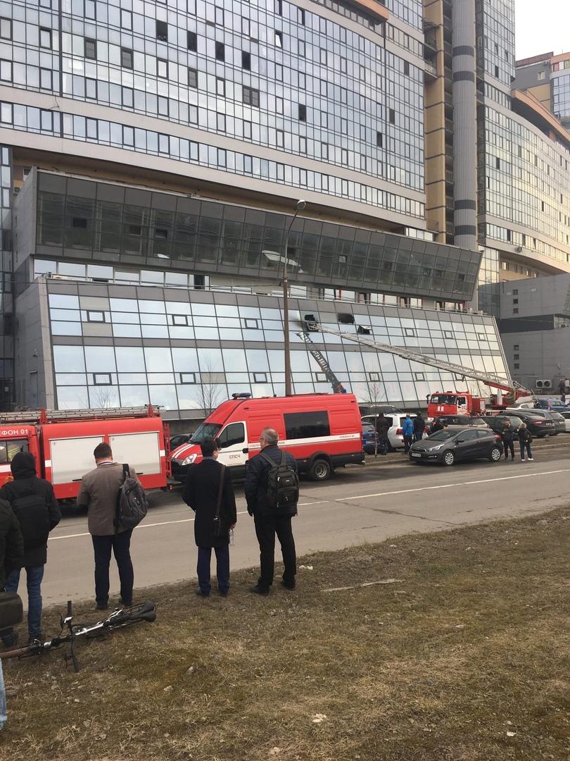 13 апреля в 16:23 поступило сообщение о пожаре по адресу ул. Матроса Железняка, д. 57. В разноуровн...