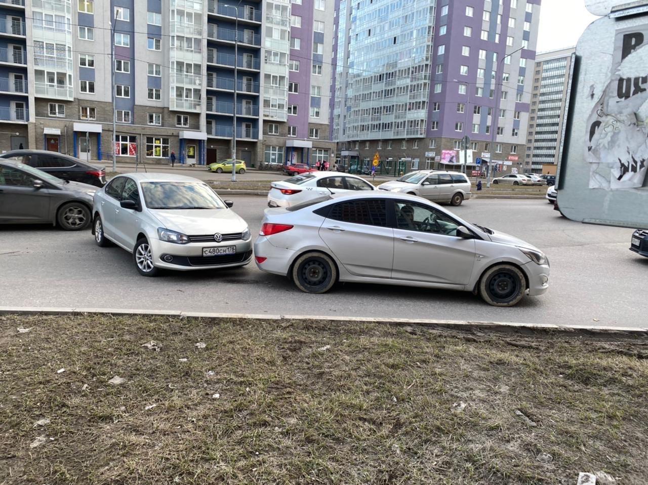 На Петровском бульваре, в 18:30, за круговым в сторону Екатериниской, по версии автора Solaris сдал ...