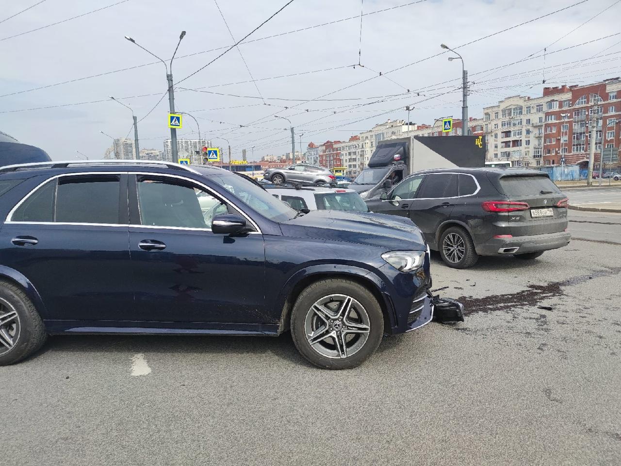 На пересечении Выборгского шоссе и проспекта Луначарского 13 апреля примерно с 11:30 до 12:00 дня пр...