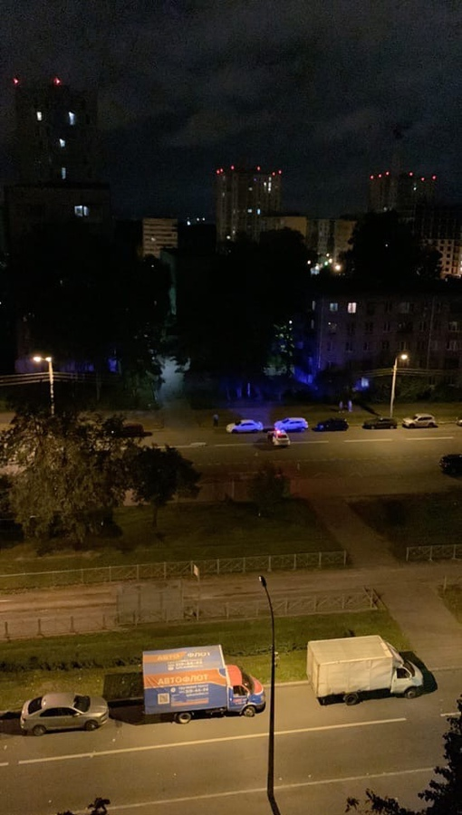 На улице Пограничника Гарькавого, напротив дома N39 прямо на пешеходном переходе была насмерть сбита...