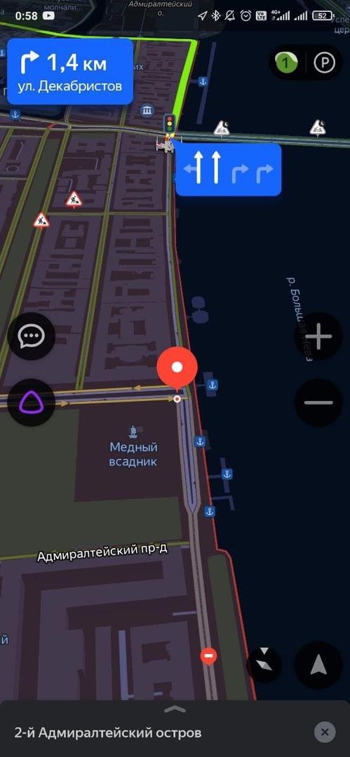 Не работает светофор на Английской набережной около Медного Всадника. Ни налево не повернуть, ни пря...