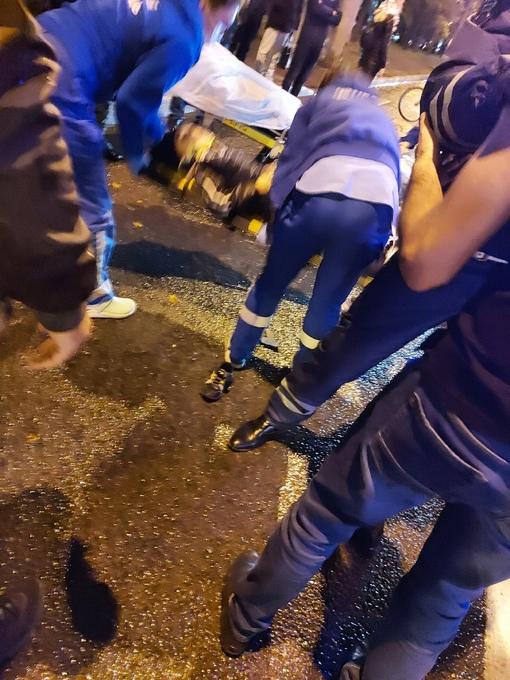 На Коломяжском проспекте на пешеходном переходе водитель Chevrolet Авео сбил ребенка около 5 лет и мам...
