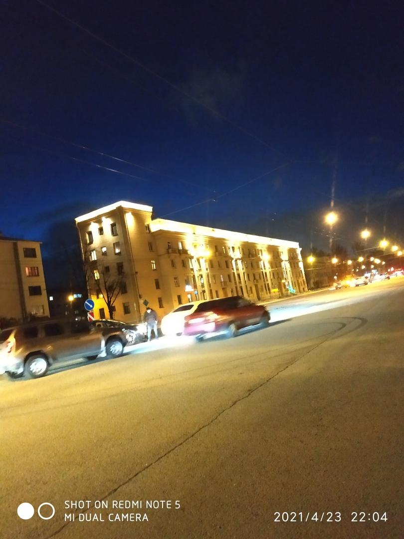 На Стачек на повороте/развороте у Кирова черный Chevrolet вроде не пропустил. Частенько там ДТП происх...