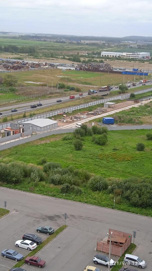Бетономешалка на Волхонском шоссе догнала кроссовер. На мостике, напротив Новогорелово. Объезд по вс...