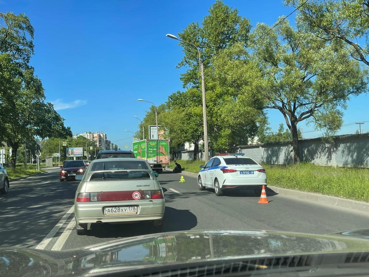 Газель отправила Hyundai в Тойоту на Народного ополчения перед улицей Подводника Кузьмина