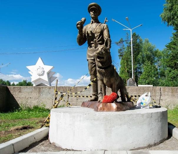 В Усть-Илимске установили памятник воину-пограничнику