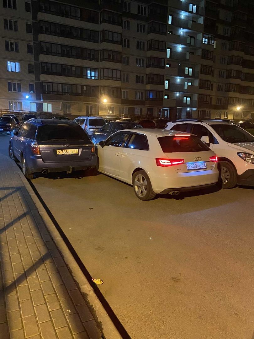 Вчера,примерно 1:33 в Кудрово ,по адресу Европейский проспект 4, девушка на audi двигаясь по двору з...