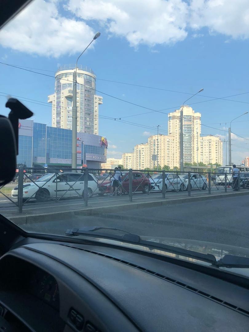 У Фиолента на Ленинском паровоз из четырёх машин