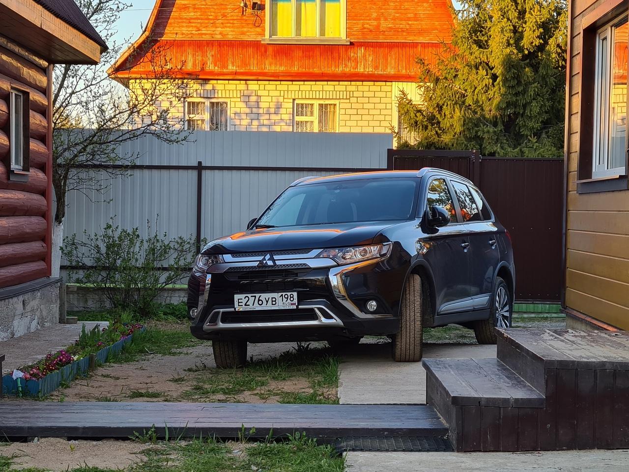30 апреля в промежутке в районе 12 дня со стоянки у железнодорожной станции Парголово был угнан авто...