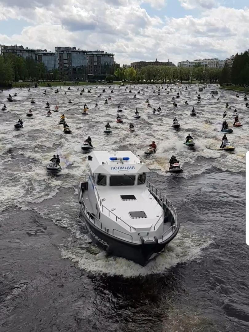 Парад гидроциклов сегодня в Санкт Петербурге