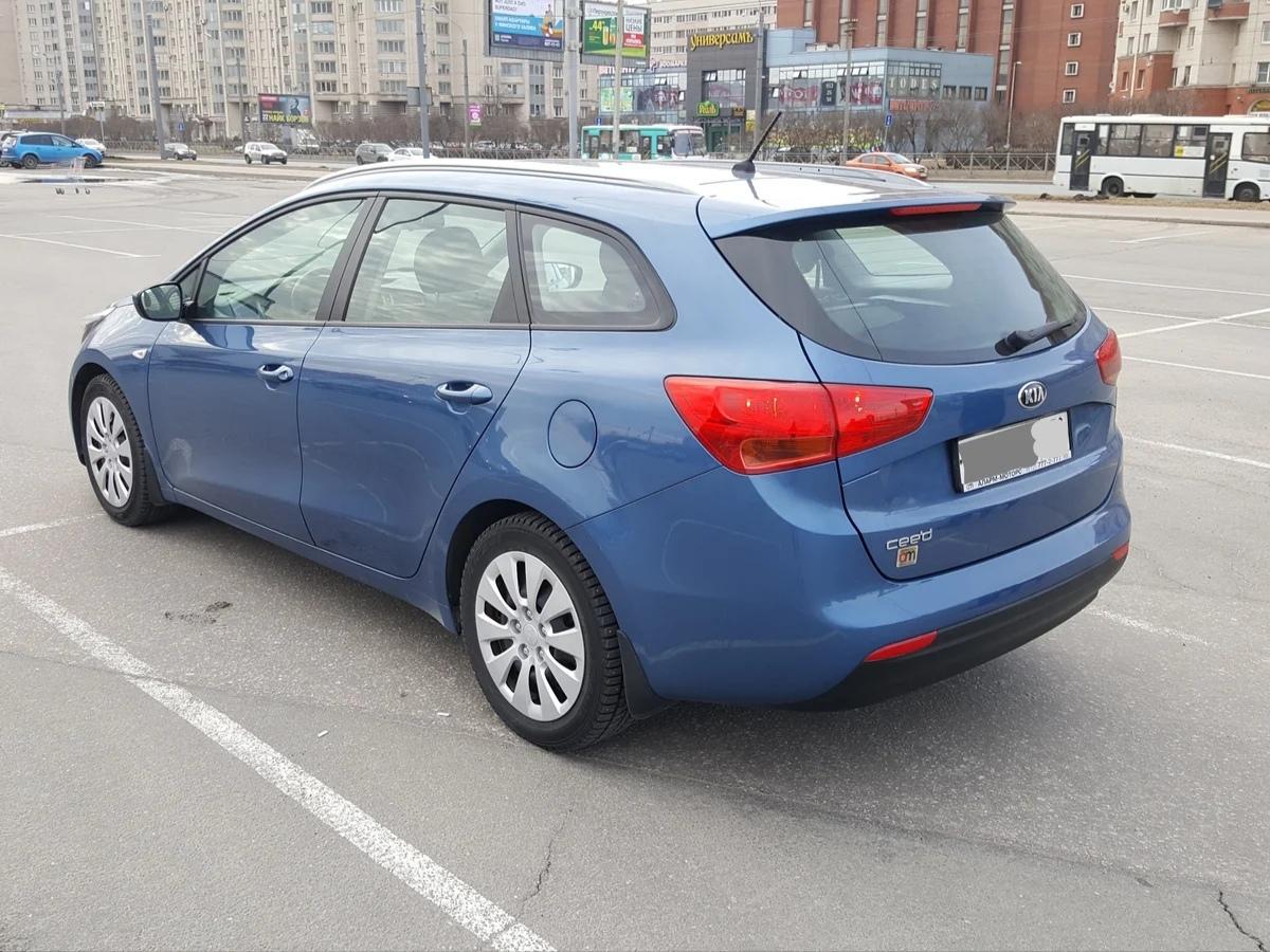 В ночь на 3 декабря в городе Мурино с Воронцовского бульвара от дома 17 был угнан автомобиль Kia Cee...