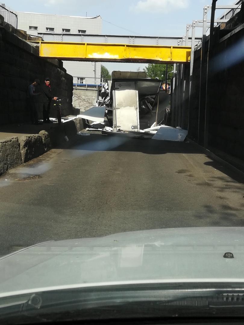 Под Сортировочным мостом не прошёл очередной горе-газелист. Дорожные знаки? Нее, не слышал.