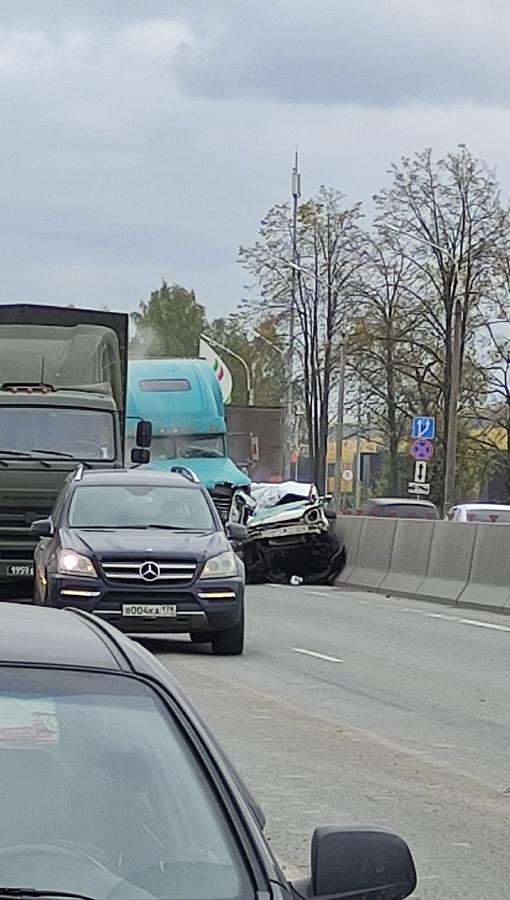 Массовое ДТП на Московском шоссе перед выездом в Шушары, в сторону города...