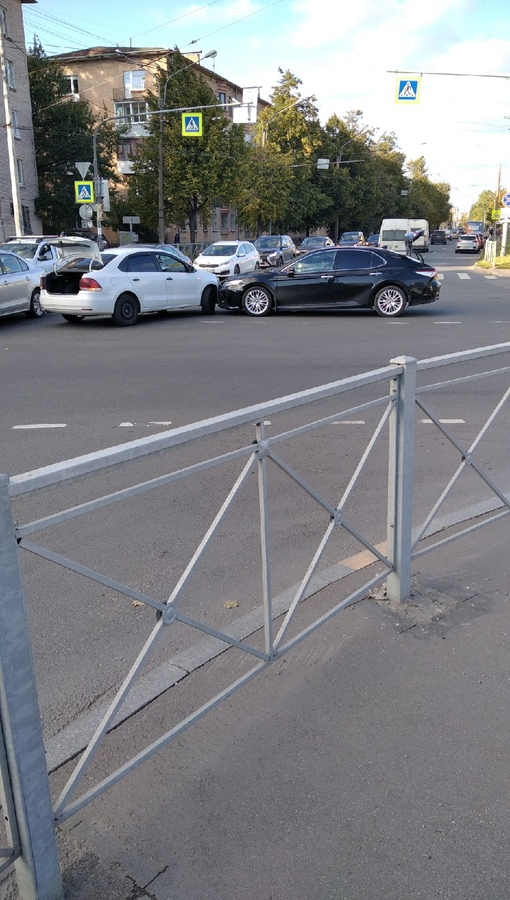 ДТП на перекрёстке Брантовской-Металлистов и Якорной улицы.