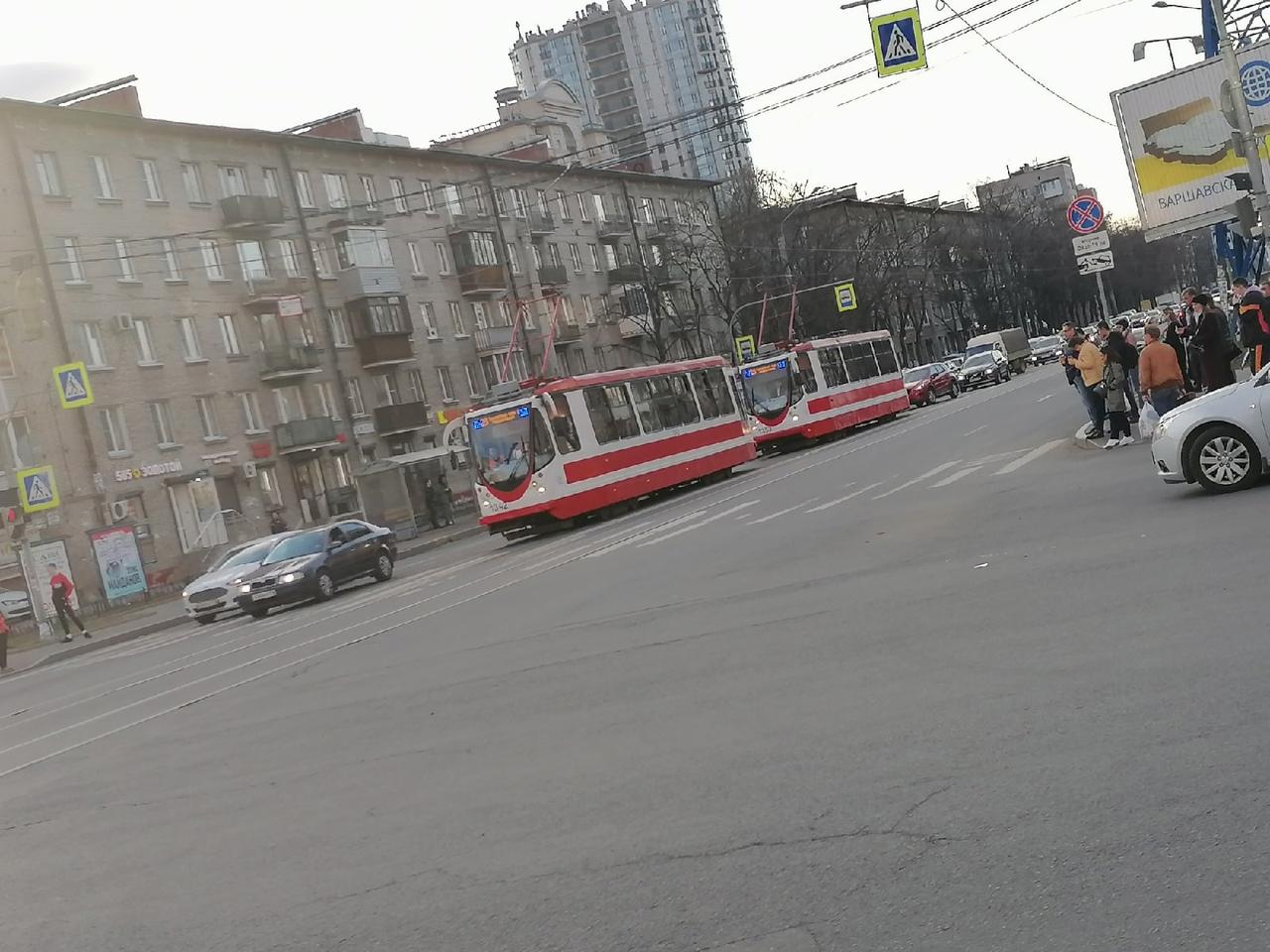 У метро Звездная в 19 часов было двойное ДТП из-за которого встали трамваи в обе стороны, а так же п...