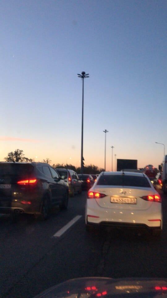 Пулковское шоссе у Пулковского рубежа, в сторону города перекрыто. На 67-й километре внутренней сто...