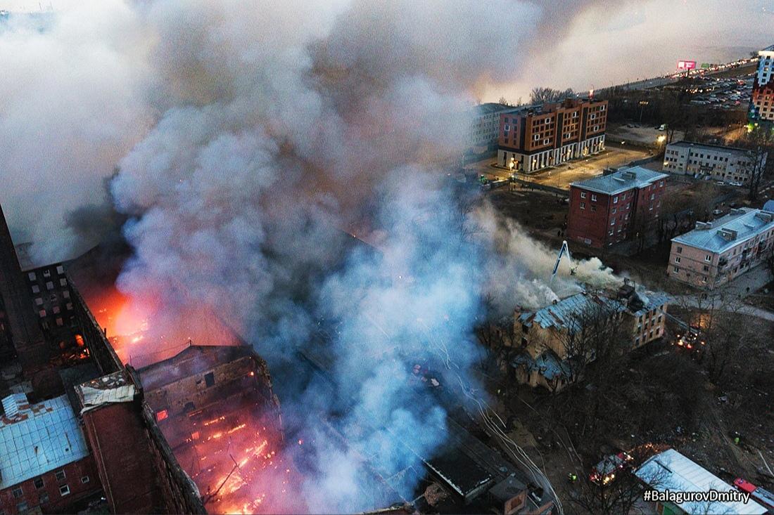 12 апреля в 23:05 началось постепенное снижение рангов пожара на Октябрьской набережной, д.50. На д...