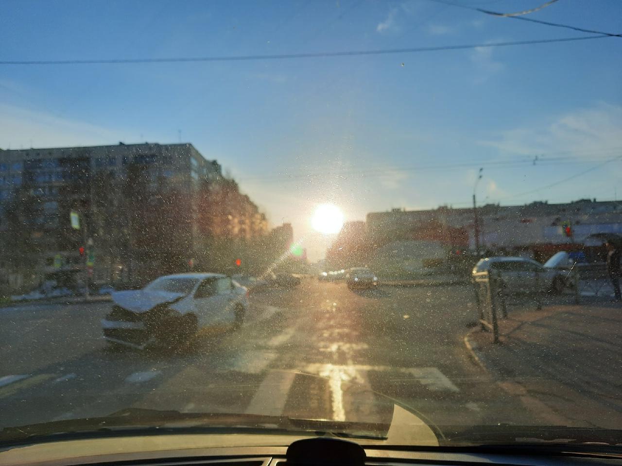 На перекрестке Ушинского и Светлановского. Volkswagen не пропустил на повороте, увы