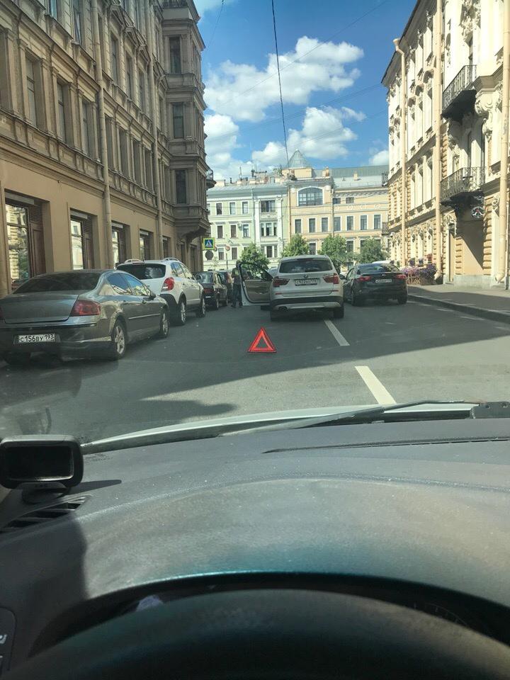БМВ догнал Сонату в переулке Гривцова