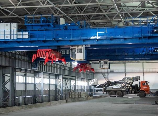 Два мостовых крана для работы на складе готовой продукции Усть-Илимского ЦКК