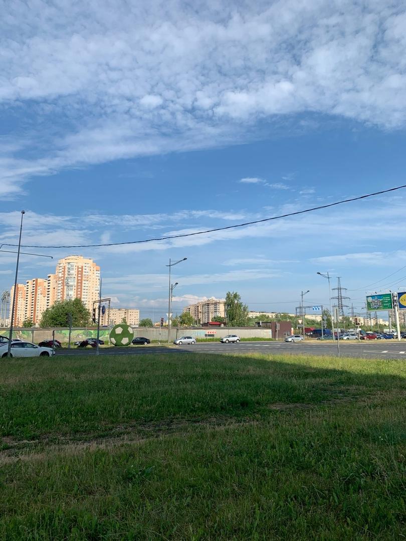 Вчера в 17:04 на пересечении Витебского проспекта и Орджоникидзе ко мне на перекрёстке подъехал води...