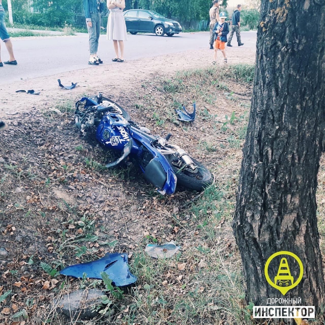 Примерно в 21:18 на перекрестке Куприна и Заводской в Гатчине, произошло столкновение автомобиля Toy...