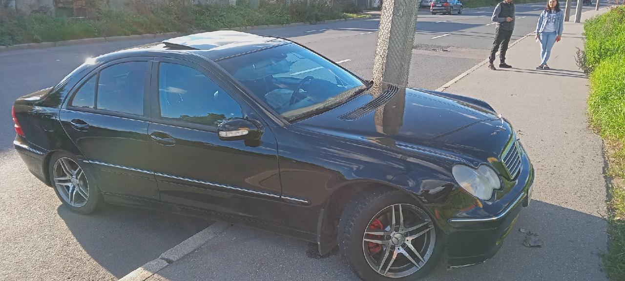 Столб напал на Mercedes на Глухозёрском шоссе