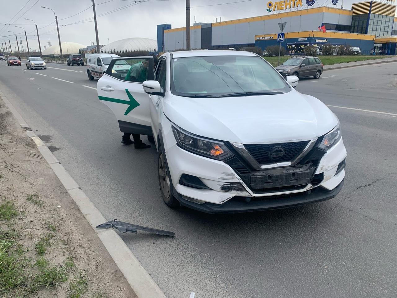 2 мая в 11:30 на Хасанской 26, сотрудник сбермаркета выезжая с парковки магазина на автомобиле карше...