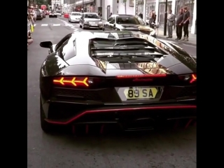 Lamborghini Aventador S launching on a busy London street!