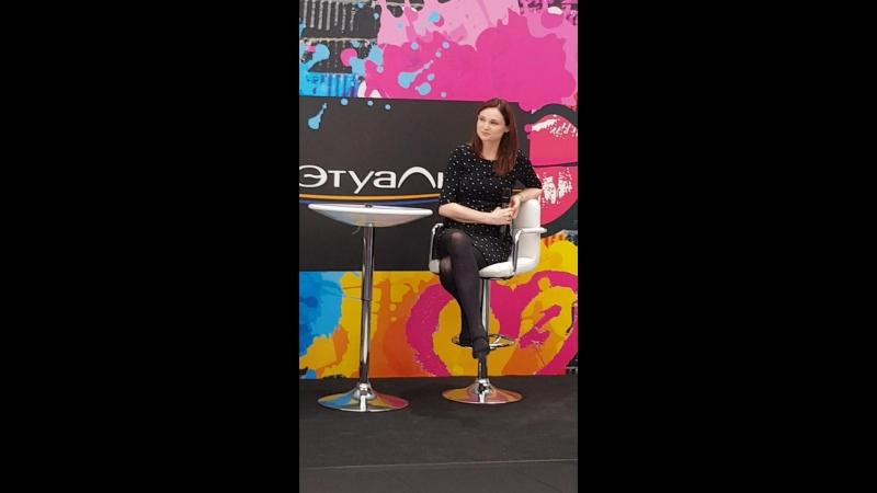 Meet Greet c Софи Эллис-Бекстор в ''Л'Этуаль'' (ТРЦ ''Галерея''), Санкт-Петербург, 11.10.2018 (Софи отвечает на вопросы)