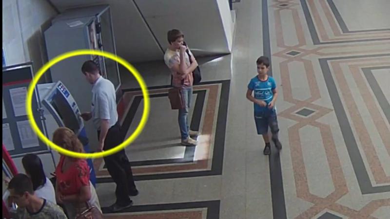 Из банкомата на ж/д вокзале в Омске украли деньги