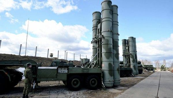 """Россия отправляет усовершенствованные зенитно-ракетные комплексы С-400 """"Триумф"""" к границам НАТО"""
