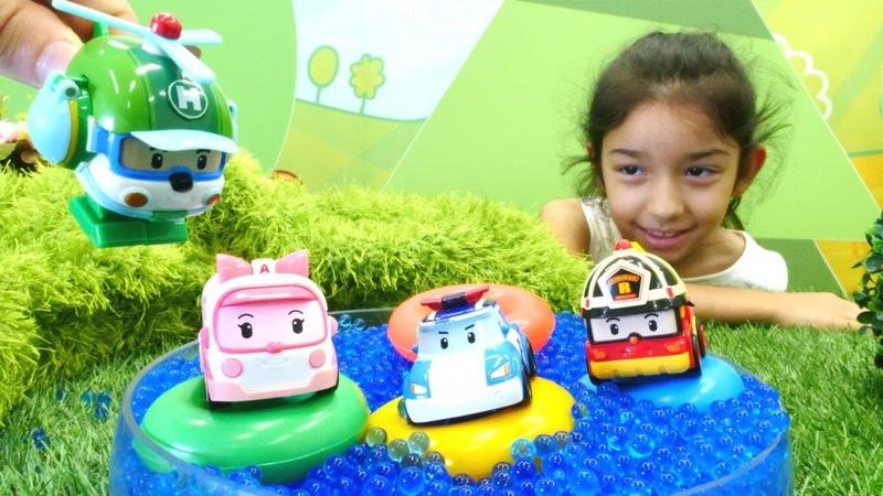 Robocar Poli ve arkadaşları havuzda keyif yapıyorlar