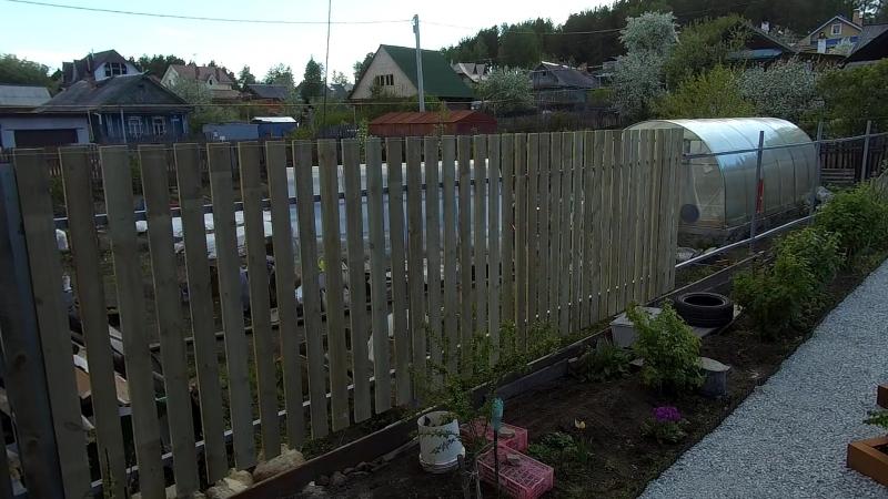 Забор из доски на металлокаркасе своими руками