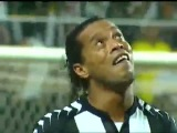 Невероятный гол Роналдиньо в матче Атлетико Минейро_-_Фигуйренсе_ 6-0) [360p]
