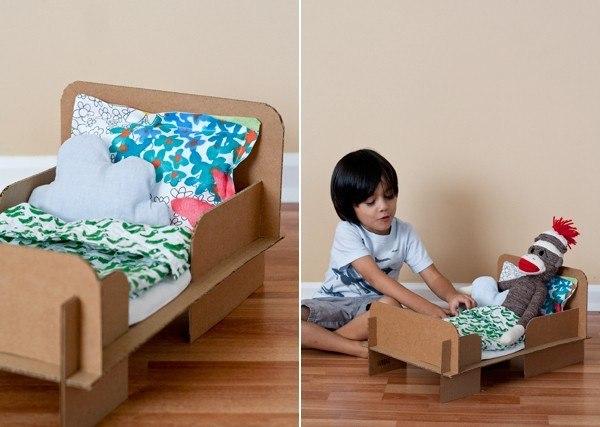 Сделать кровать для куклы из картона своими руками
