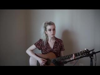 Эту красавицу зовут Holly Henry и она прекрасно поет Nirvana - Heart Shaped Box