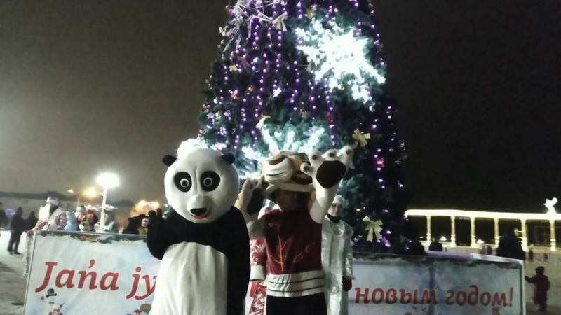 Актау Елка на площади Новогоднее настроение Ақтау Шырша алаңында Жаңа жыл көңіл күй Aktau