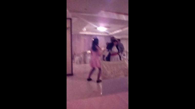 когда Галя учит меня танцевать 😂😂❤