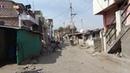 2018. Вот так живут люди в Индии. Простая улица рядом с ашрамом с Доктор Перч