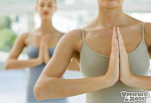 10 простых упражнений для упругой груди Грудь можно сделать более привлекательной при помощи несложных упражнений для мышц груди. Девушки порой черезчур стараются сделать привлекательным живот, ноги и попу, а вот про грудь и руки забывают. Важно! Выполняя упражнения для мышц груди, следите за осанкой. Поднимите голову, распрямите плечи, тогда грудь сразу подтянется вверх, а с ней вместе поднимется настроение и повысится самооценка. Каждое упражнение повторите 8 раз. Сделайте 2 подхода.…