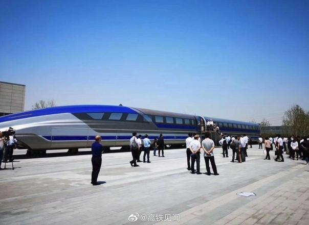 Поезд на магнитной подушке с максимальной скоростью 600 км/ч