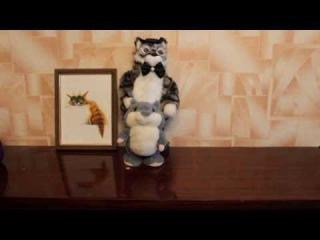 Говорящий хомяк убегает от поющего кота ;-)