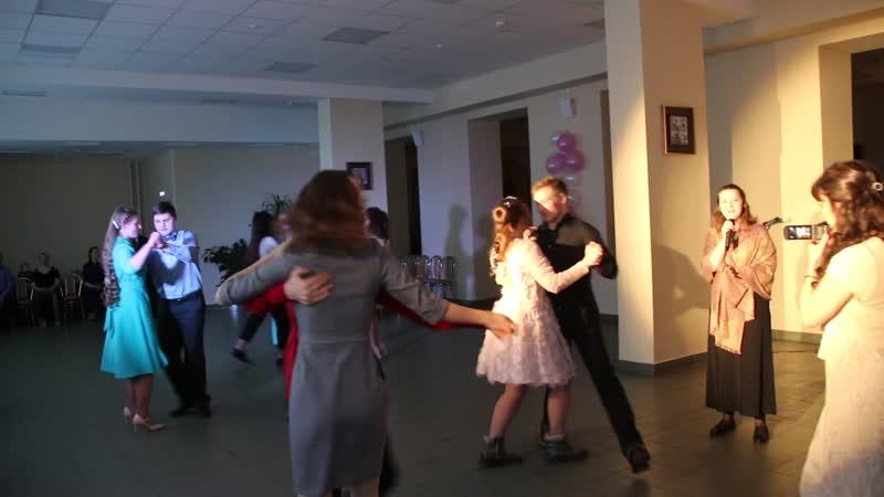 Вальс в исполнении солистки гимназии Марии Гусихиной