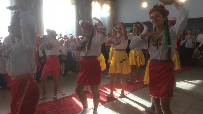 Танець від учнів 10 та 8 Б