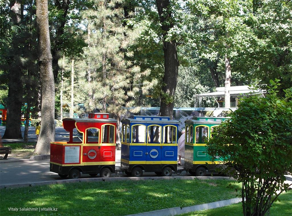 Детский поезд в Центральном Парке Алматы