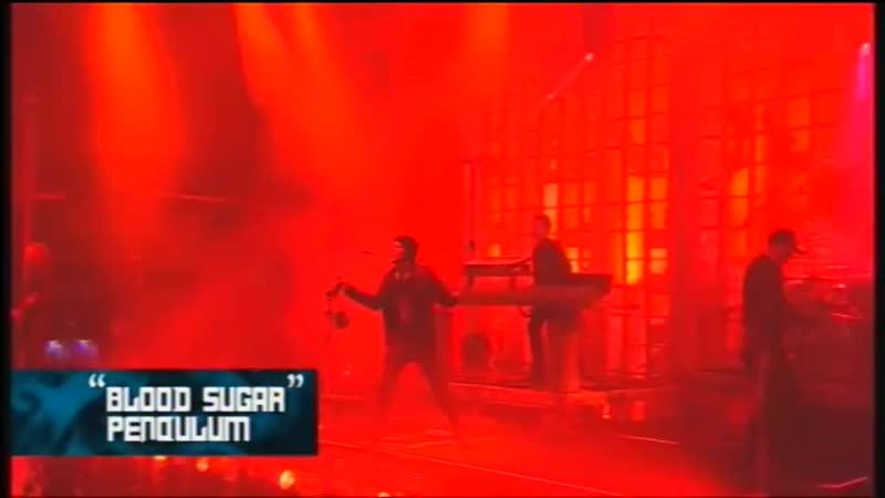 Pendulum - Blood Sugar_⁄Voodoo People [Download Festival 2011] [Pro-shot] (online-video-cutter.com)