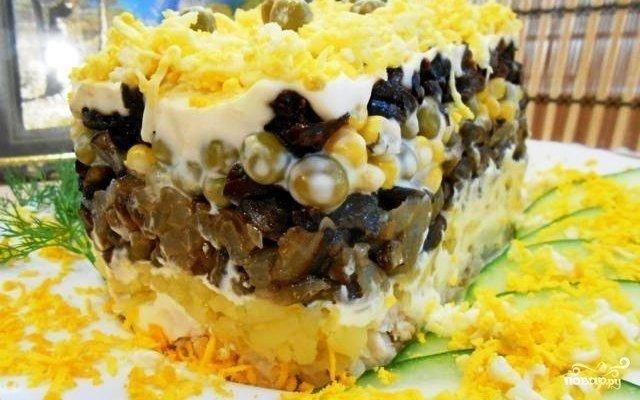 "Салат ""Фантазия"" Ингредиенты: Куриное филе — 300 Грамм Картофель —"
